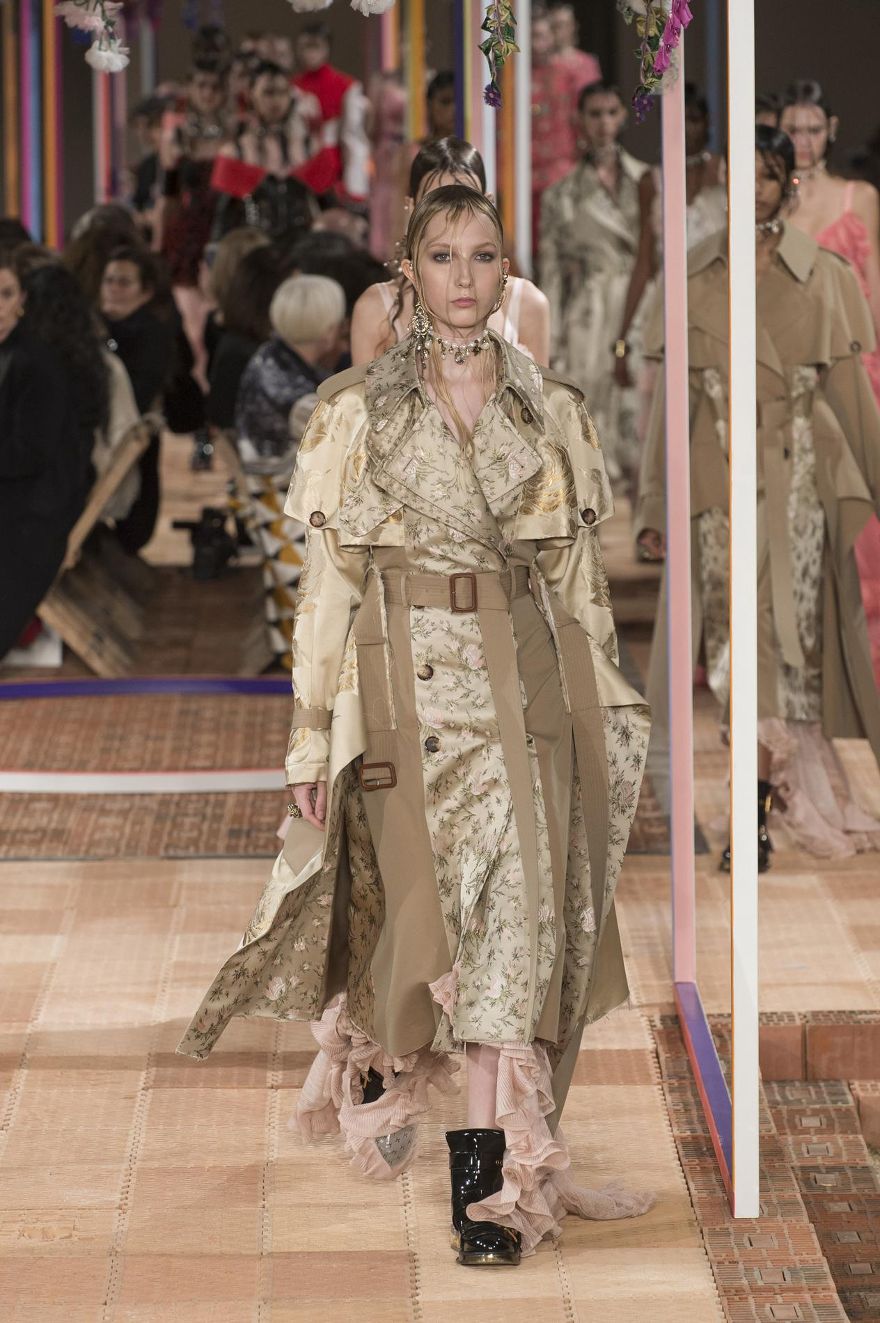 Alexander McQueen Fall 2018 Ready-to-Wear Collection - Vogue 34