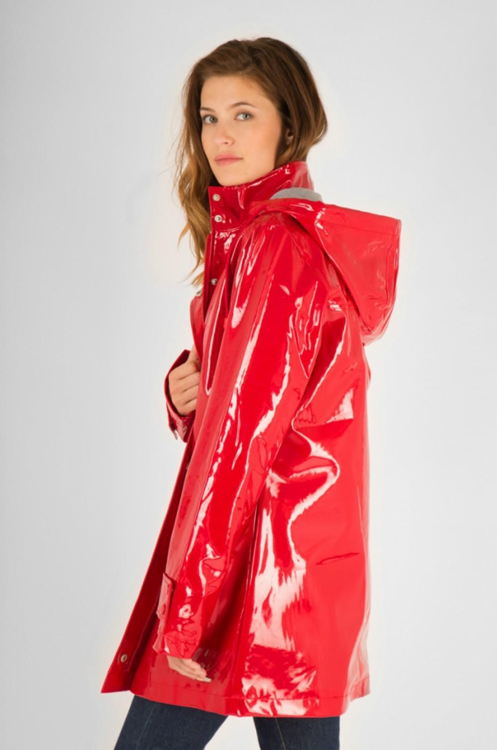 des manteaux cir s qui vont nous faire aimer la pluie madame. Black Bedroom Furniture Sets. Home Design Ideas