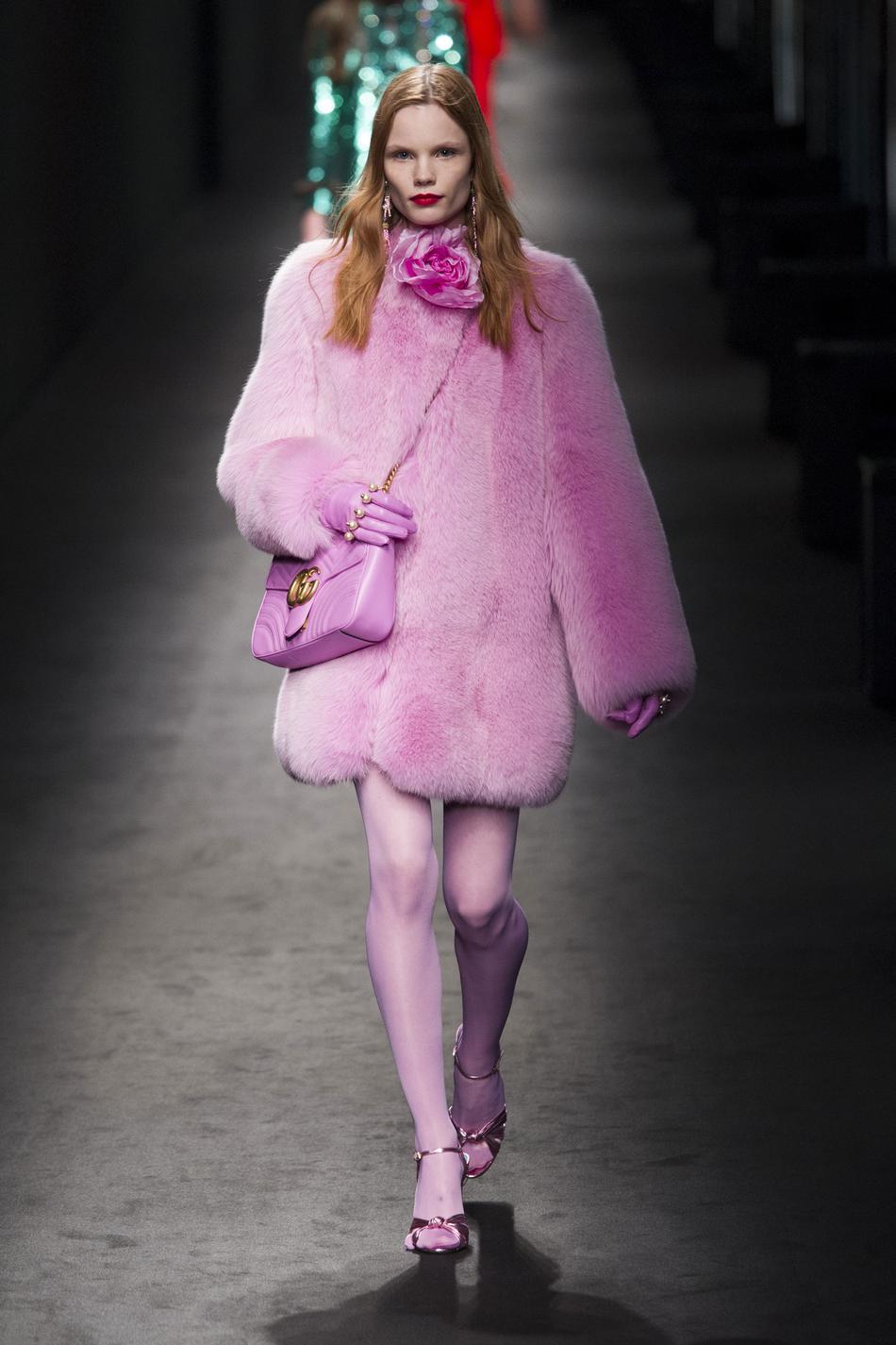 Le président de Gucci a annoncé que la marque de luxe italienne  n utiliserait plus de fourrure dans ses prochaines collections. (Défilé  Gucci prêt-à-porter ... 6afd3cf105a