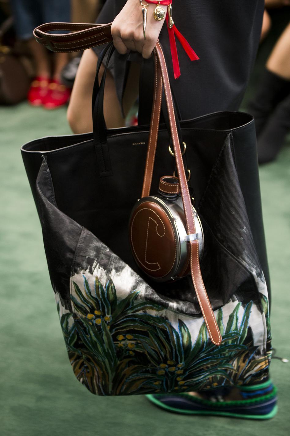 sacs  souliers  solaires    les accessoires printemps- u00e9t u00e9 2018 que l u0026 39 on veut d u00e9j u00e0