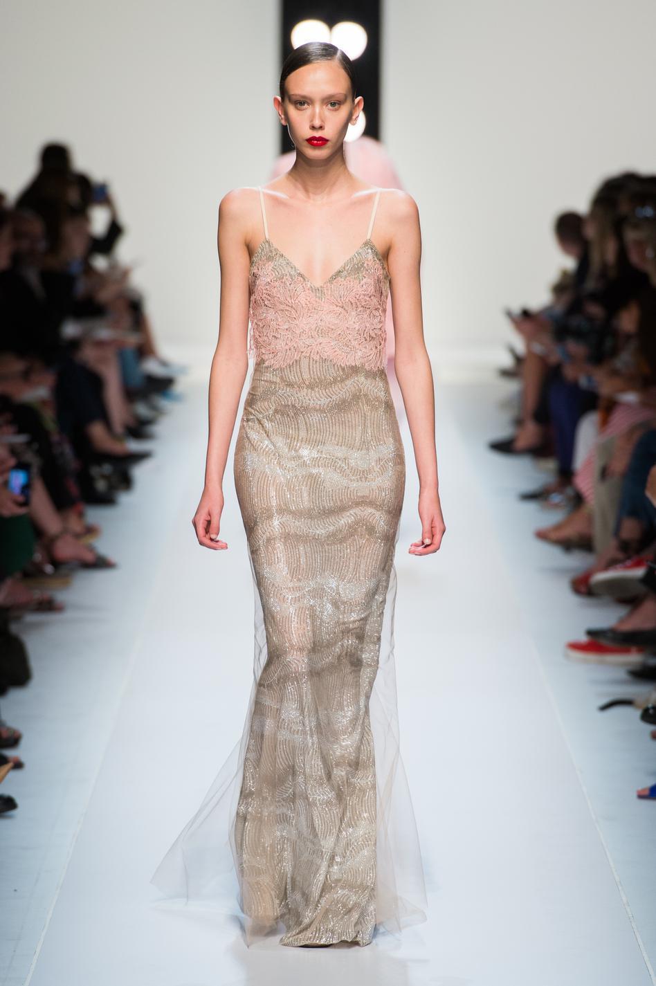 ... Les plus belles robes du soir de la Fashion Week printemps-été 2018 -  Ermanno Scervino ... ee8837e9944