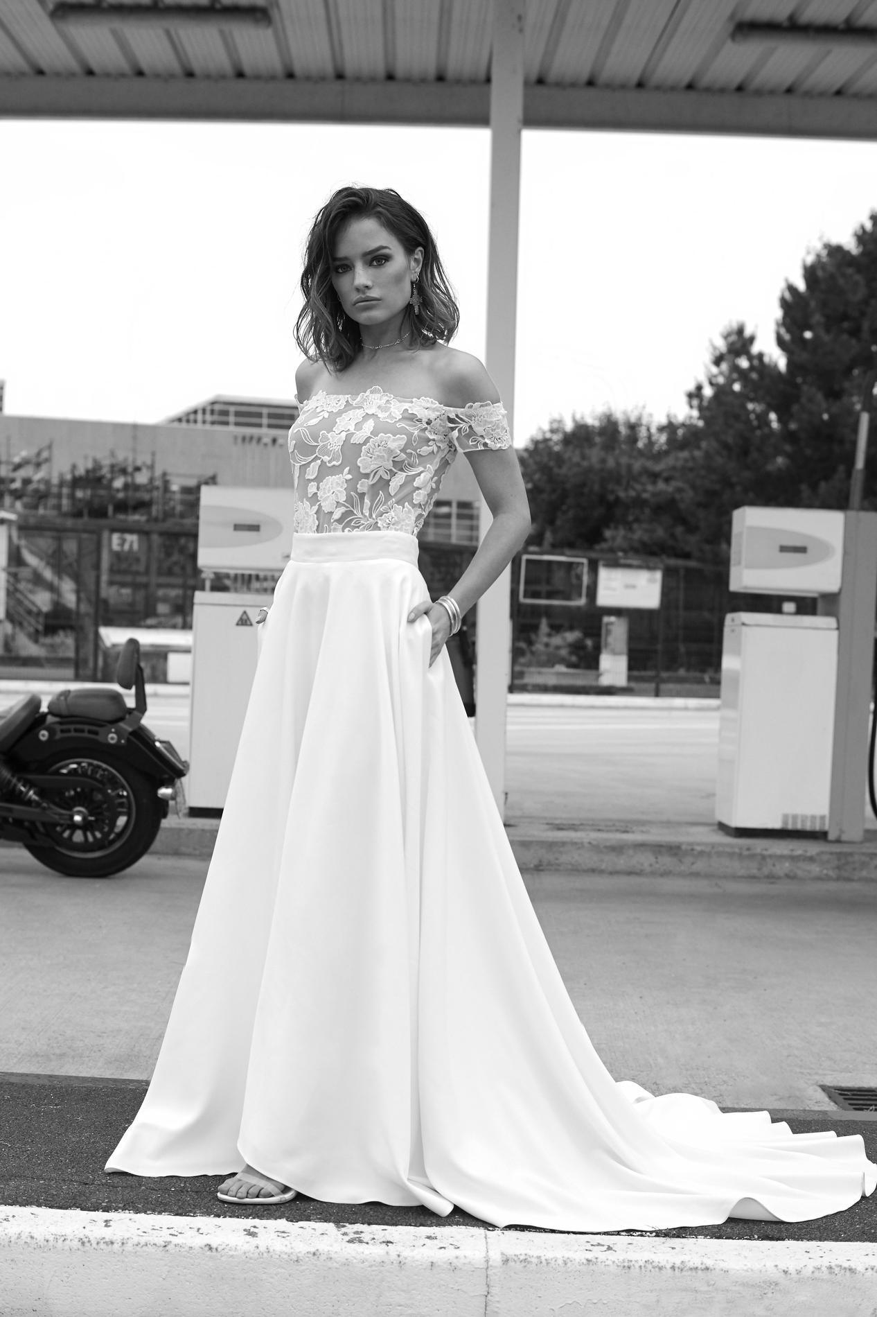 rime arodaky nous pr sente sa collection de robes de mari e
