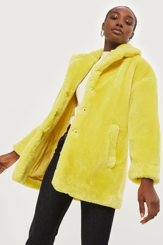 ... on se love dans des manteaux en fausse fourrure colorée - Mellow Yellow  Cet hiver, on se love dans des manteaux en fausse fourrure colorée -  Intropia ... f958c7699172