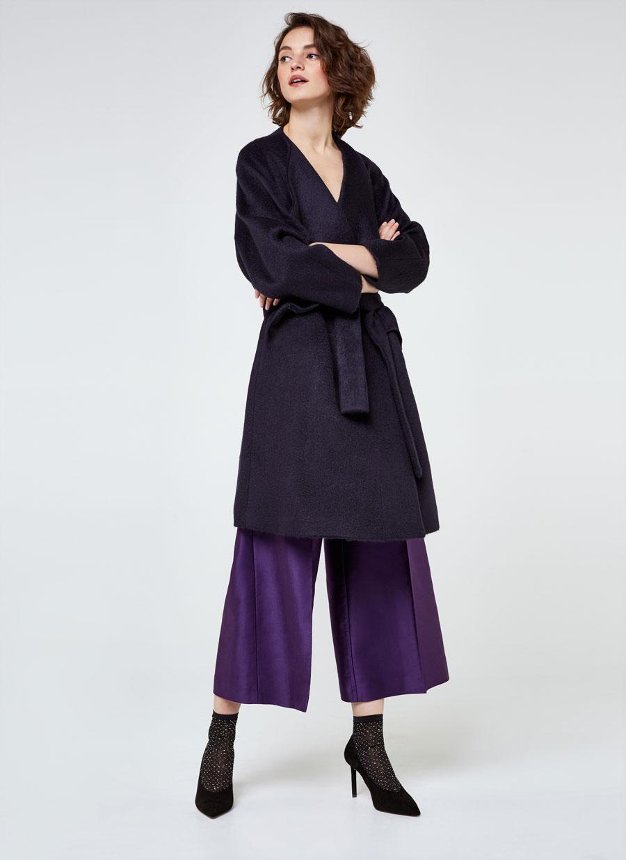 le manteau blanc de meghan markle d j en rupture de stock madame figaro. Black Bedroom Furniture Sets. Home Design Ideas