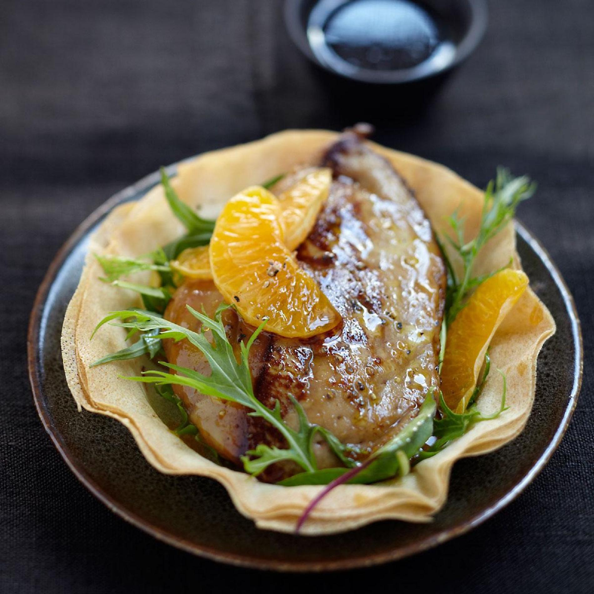 Recette foie gras de canard chaud aux cl mentines cuisine madame figaro - Preparation du foie gras ...