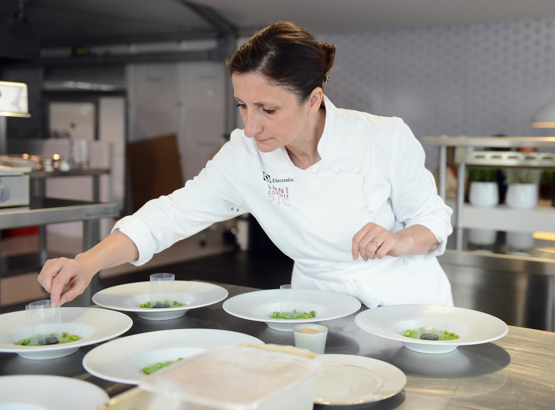 Anne sophie pic l 39 autodidacte qui a d croch les toiles for Cuisinier 3 etoiles legumes