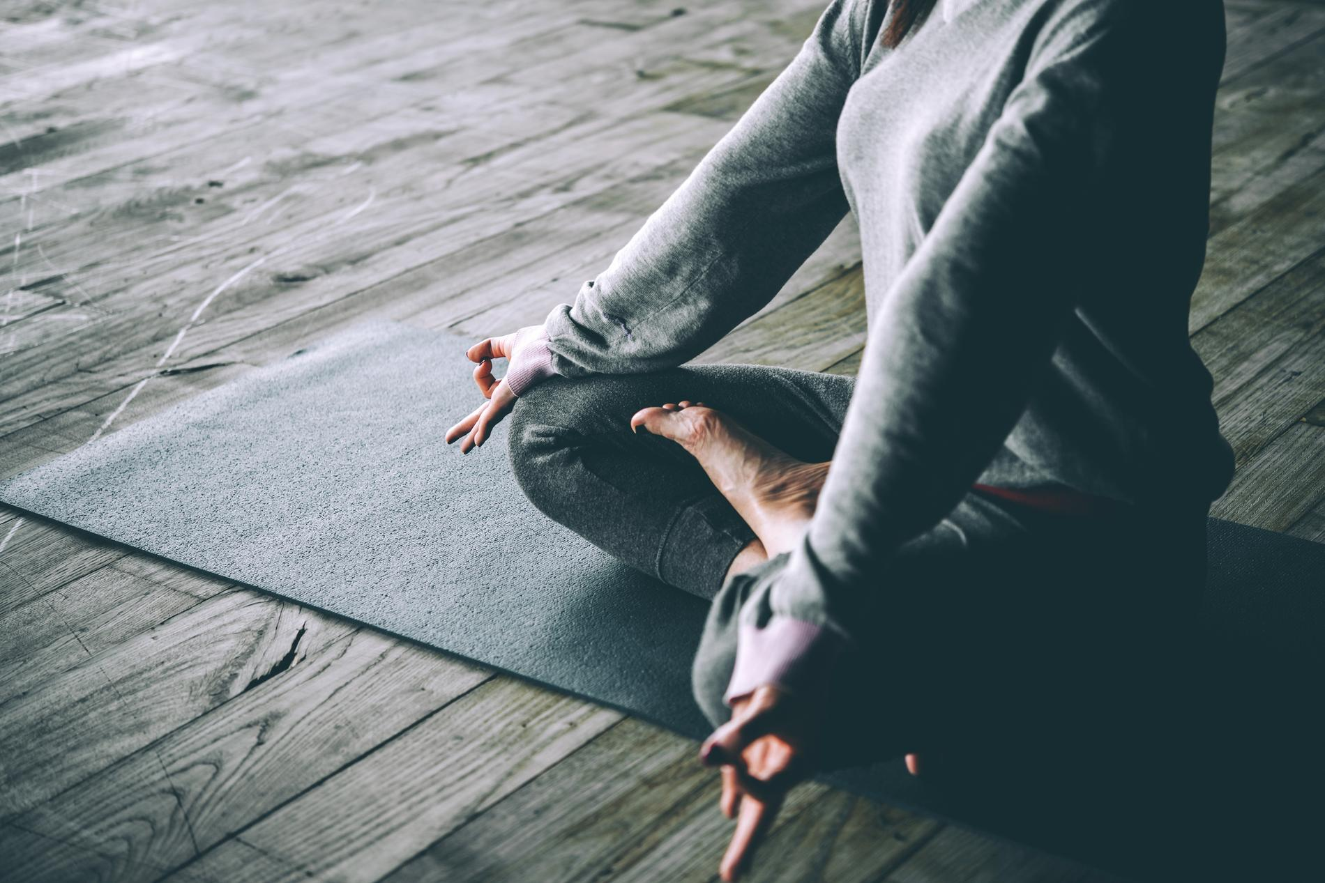 Que porter pour faire du yoga   - Madame Figaro b4b48821a25