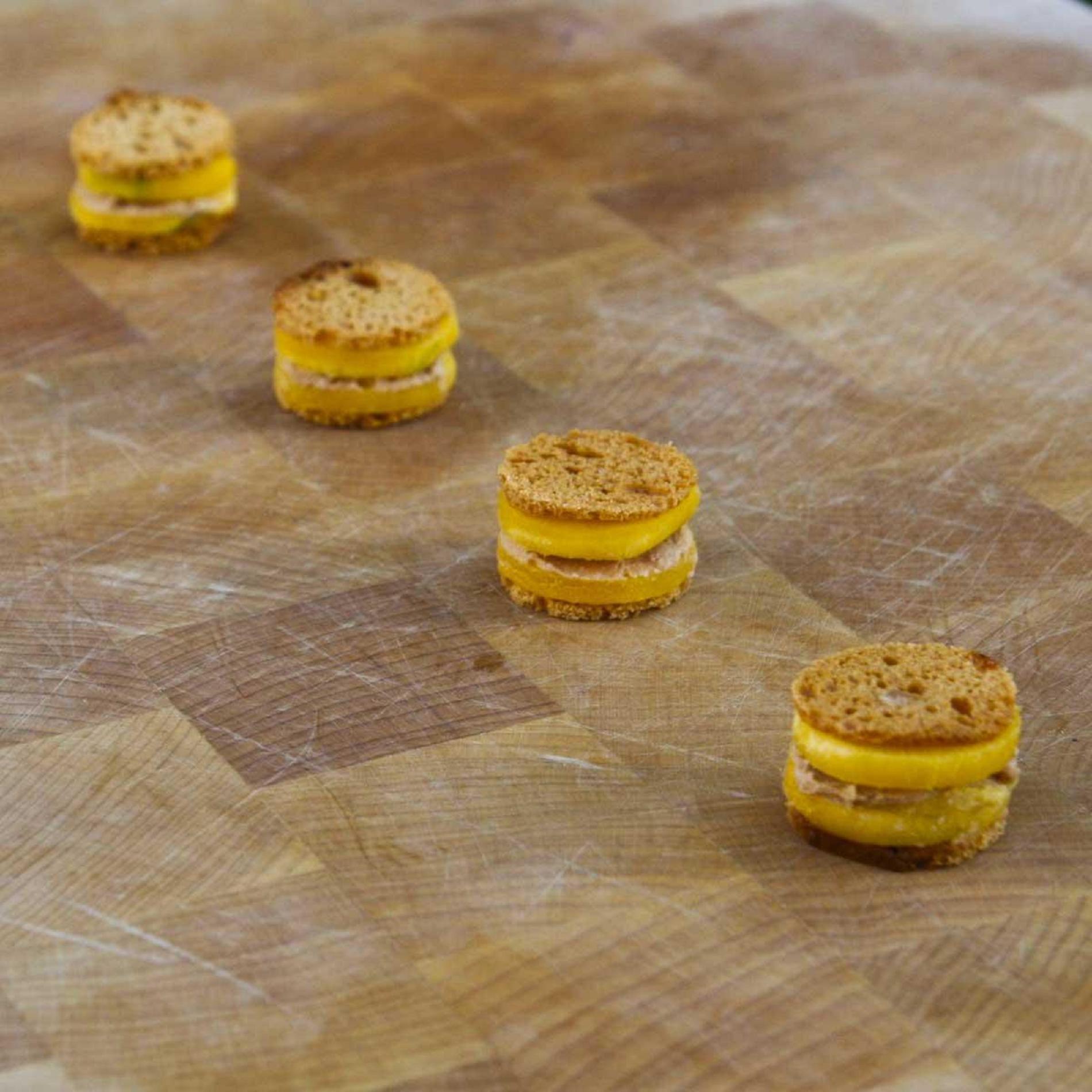 Mille,feuille de pain d\u0027épices au foie gras et à la mangue