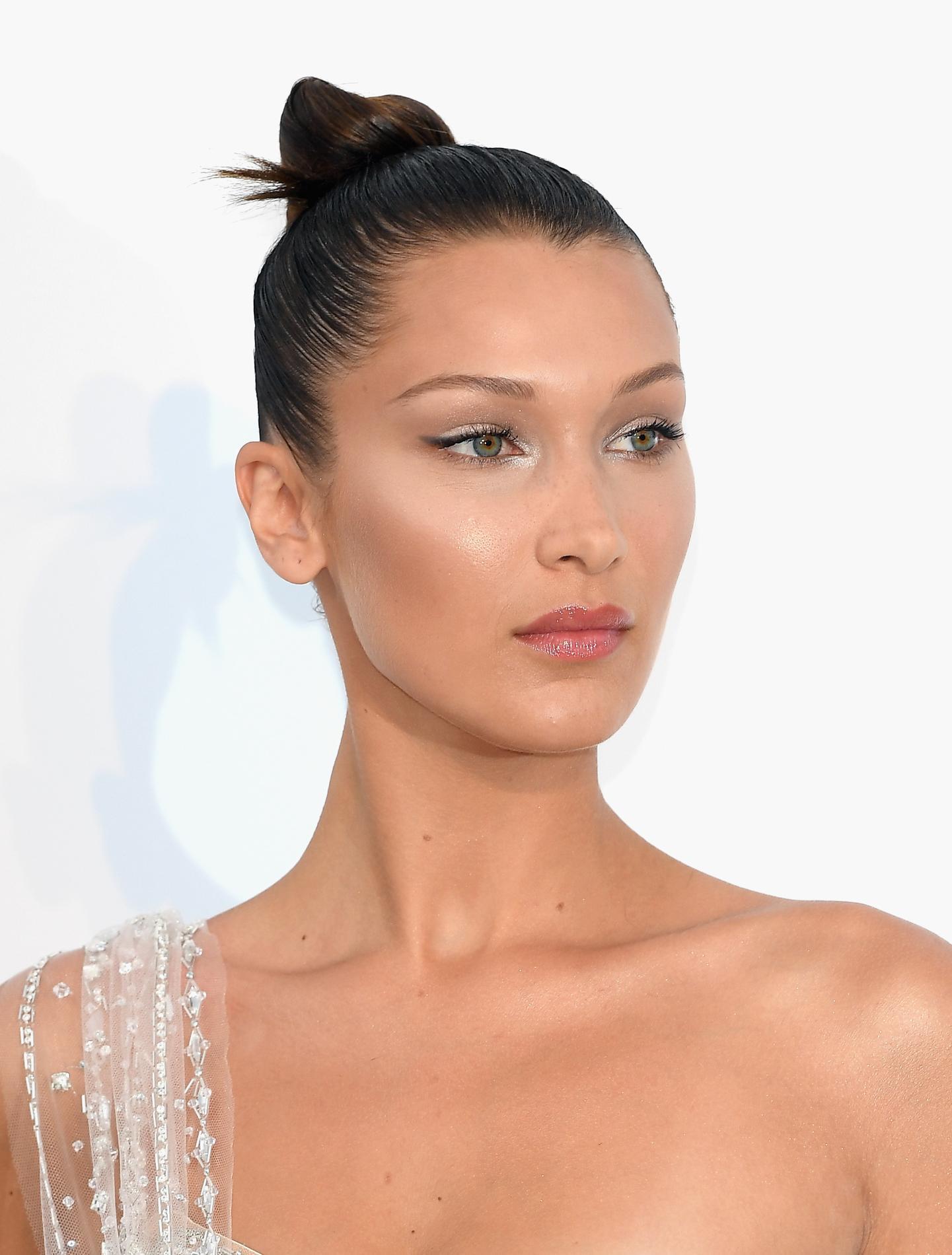 R veillon quinze coiffures faciles r aliser en 5 10 ou 15 minutes chrono madame figaro - Coiffure noel facile ...