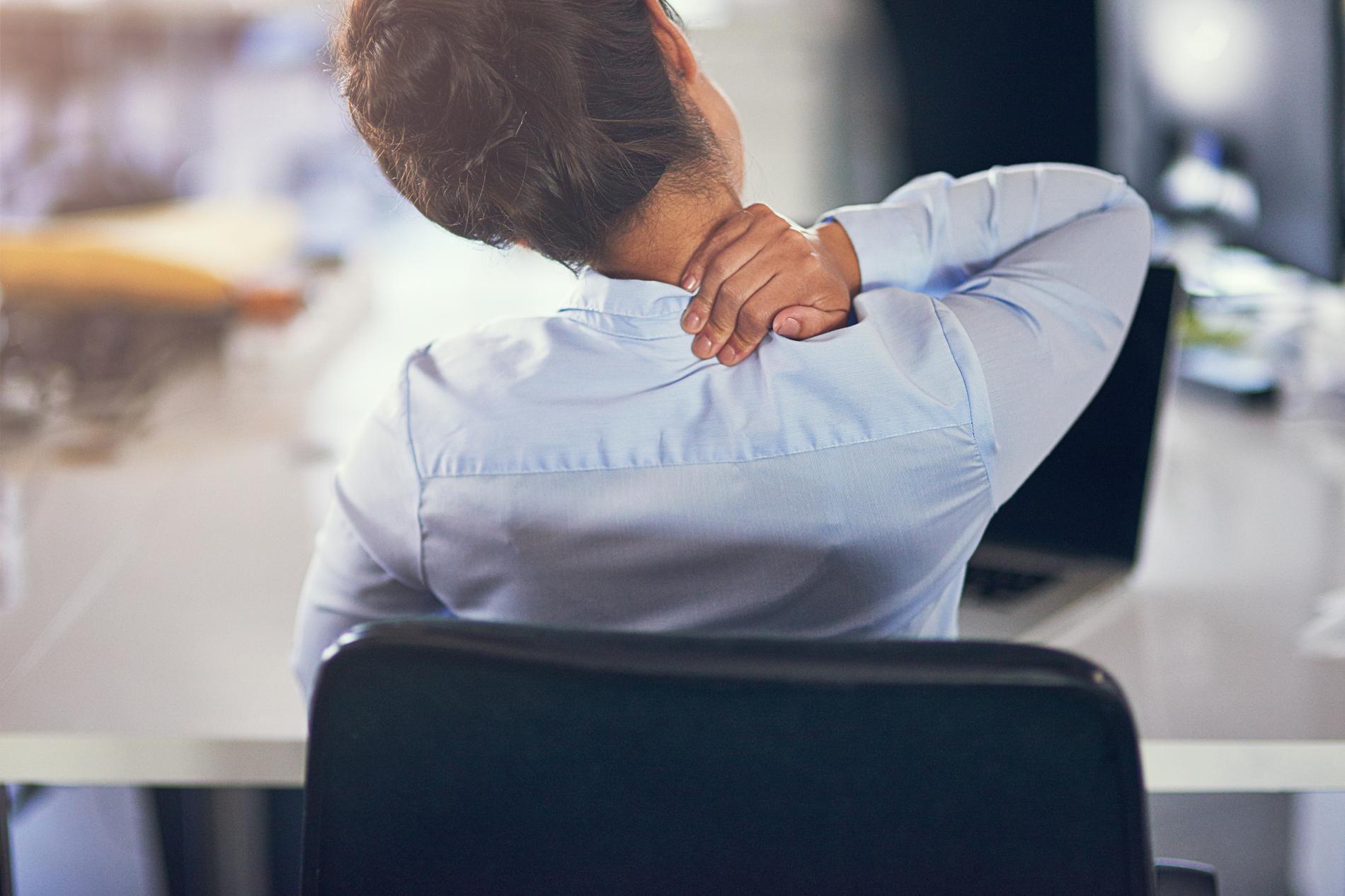 5 mouvements à faire au bureau pour détendre un dos tendu par le