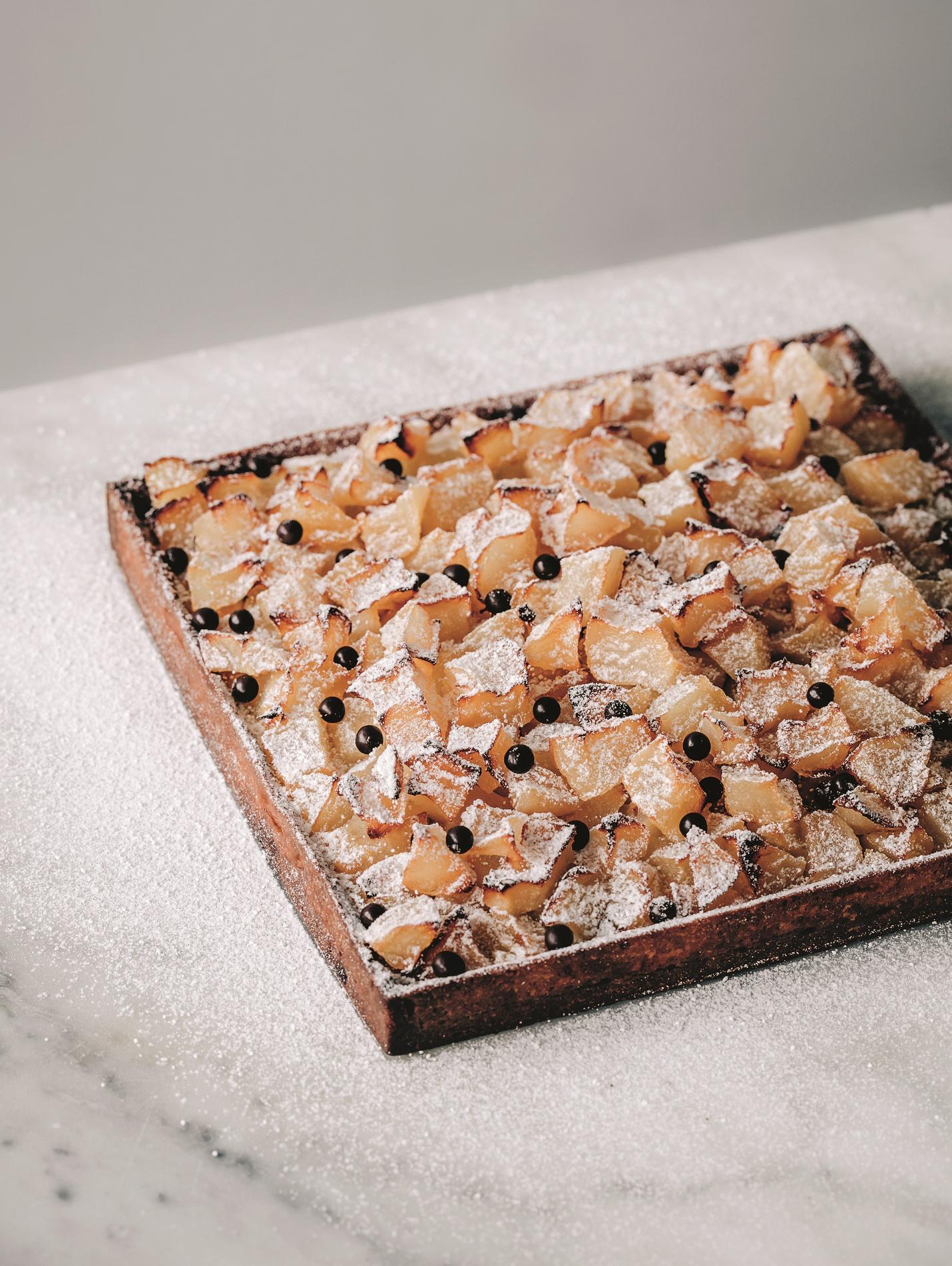recette tarte aux poires et p pites de chocolat cuisine madame figaro. Black Bedroom Furniture Sets. Home Design Ideas