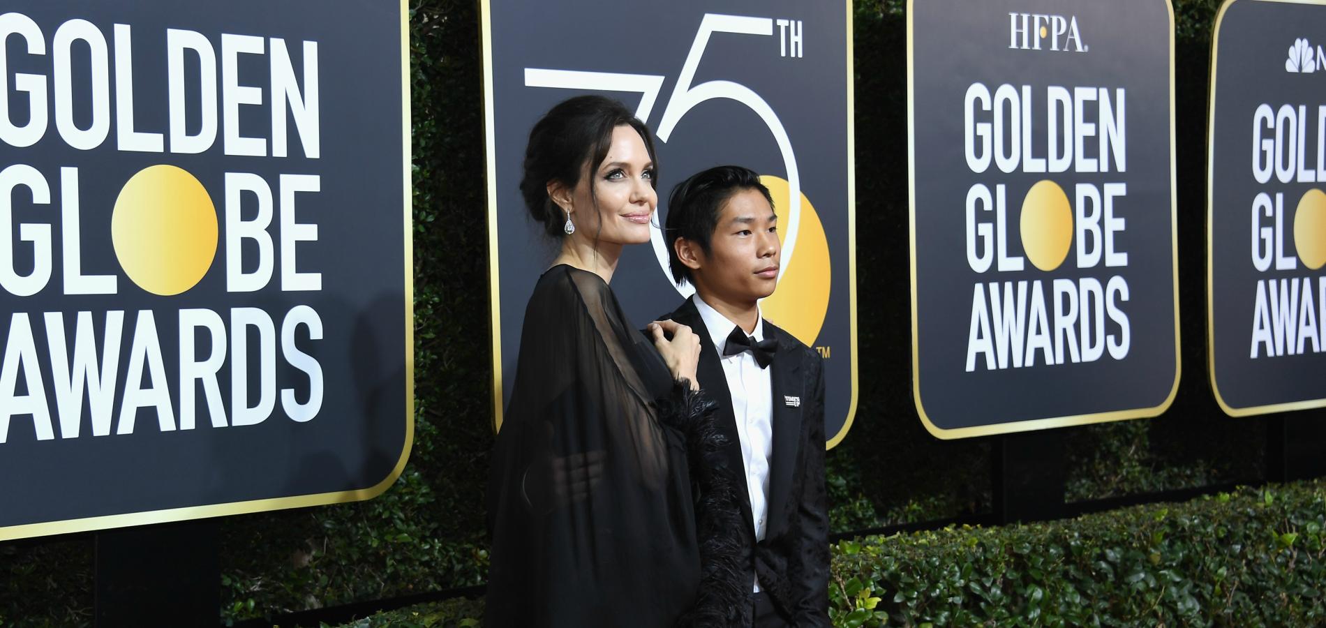 Angelina Jolie A Foule Le Tapis Rouge Des Golden Globes Avec Son