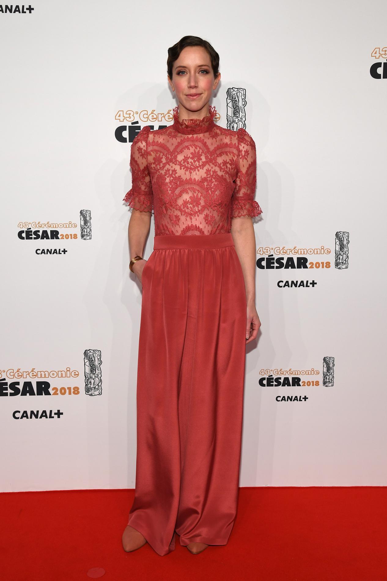 Photo de robe de tapis rouge