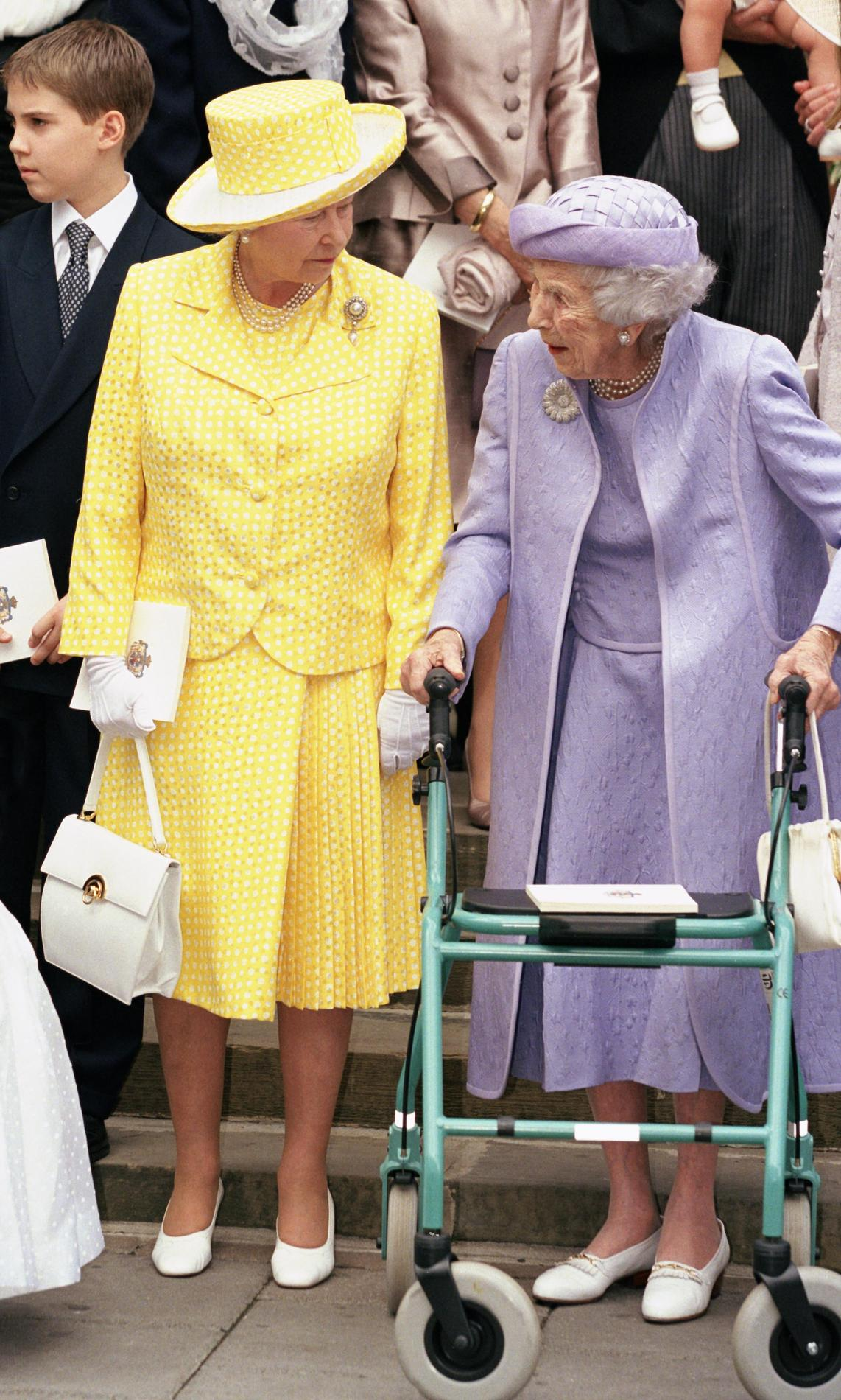 Les tenues de mariage de la reine d\u0027Angleterre Elizabeth II , 1999