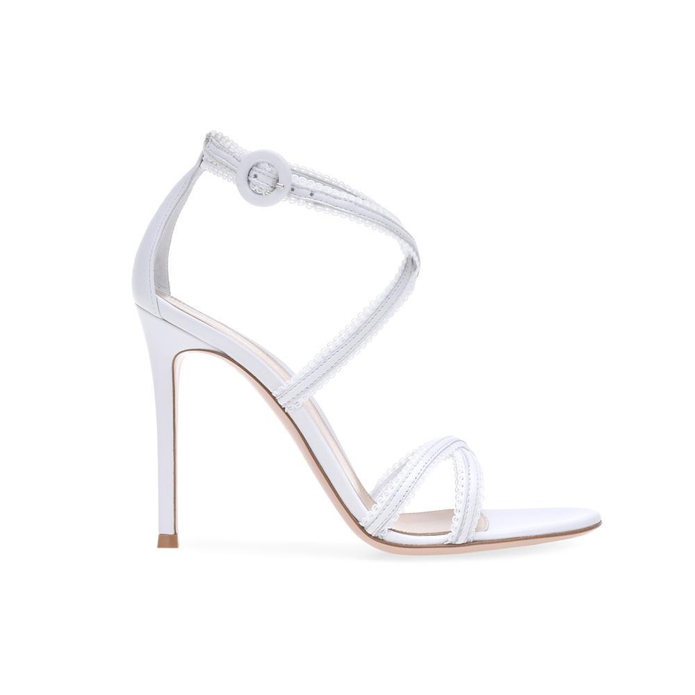 6a385663f9ef ... Des souliers pour que chaque mariée trouve chaussure à son pied -  Gianvito Rossi ...