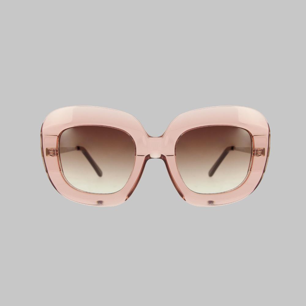 ... Le cru printemps-été 2018 de lunettes de soleil - Emmanuelle Khanh ... 7add1e219f1c