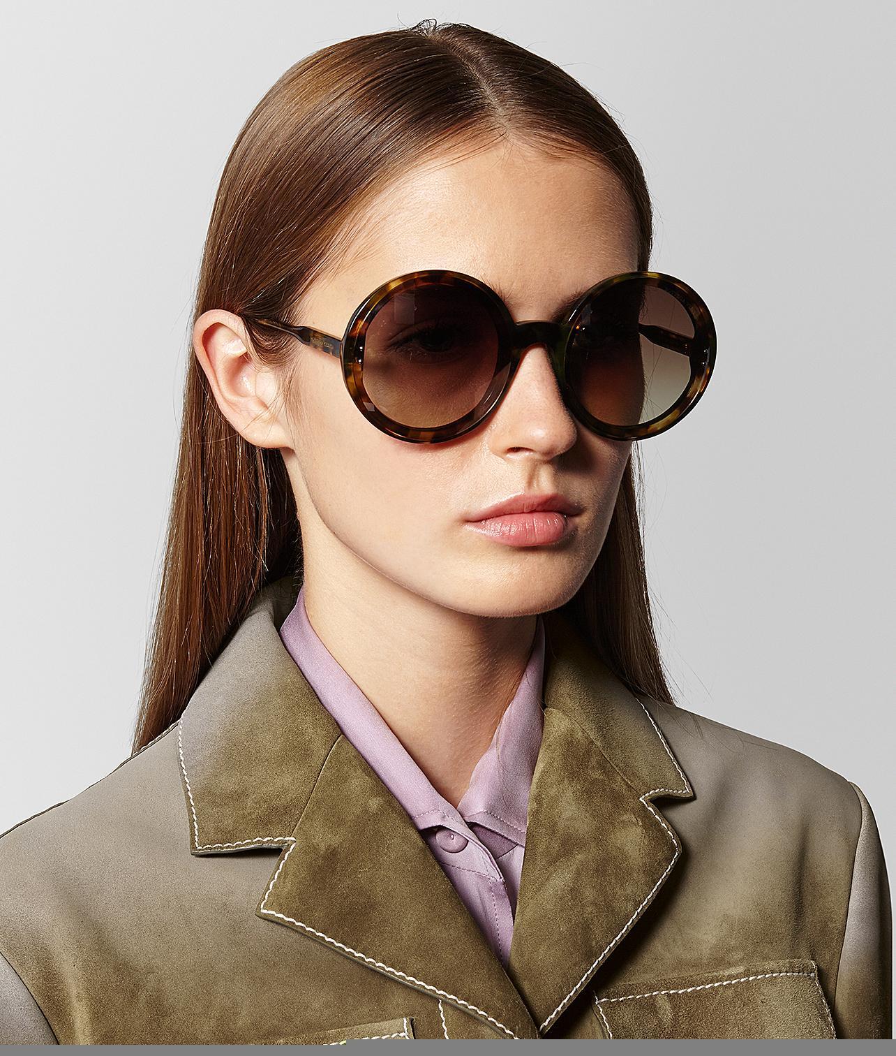... Kennedy Le cru printemps-été 2018 de lunettes de soleil - Bottega  Veneta ... 86922acc9927