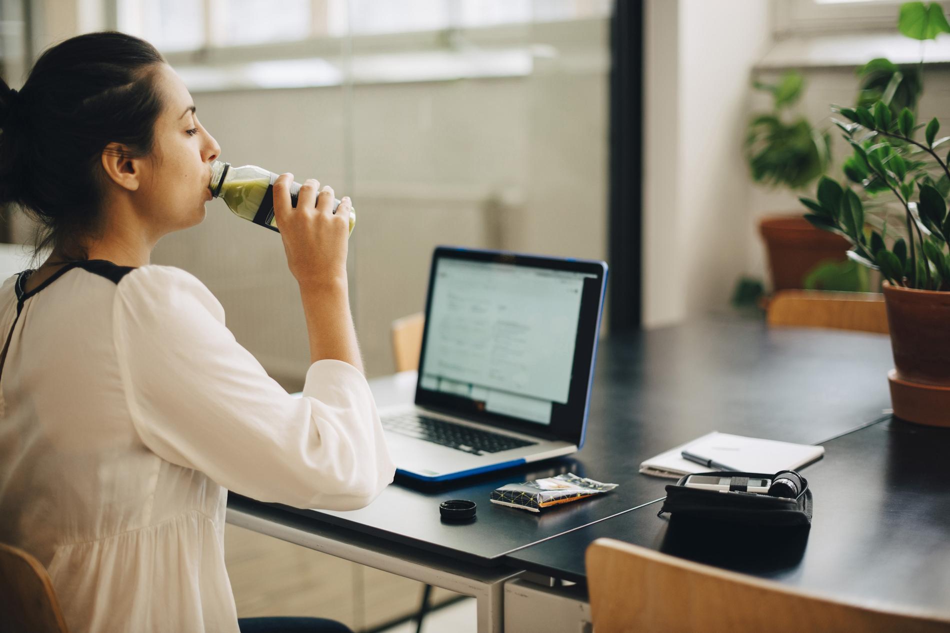 Sept alternatives au café pour relancer son énergie au bureau