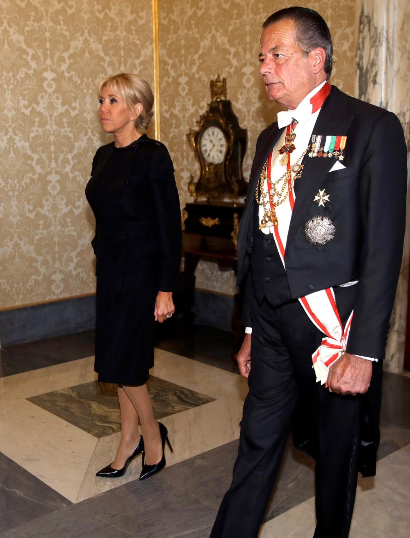 Pourquoi Brigitte Macron portait-elle du noir pour rencontrer le Pape ce 26  juin 2018   ea00f5f403e
