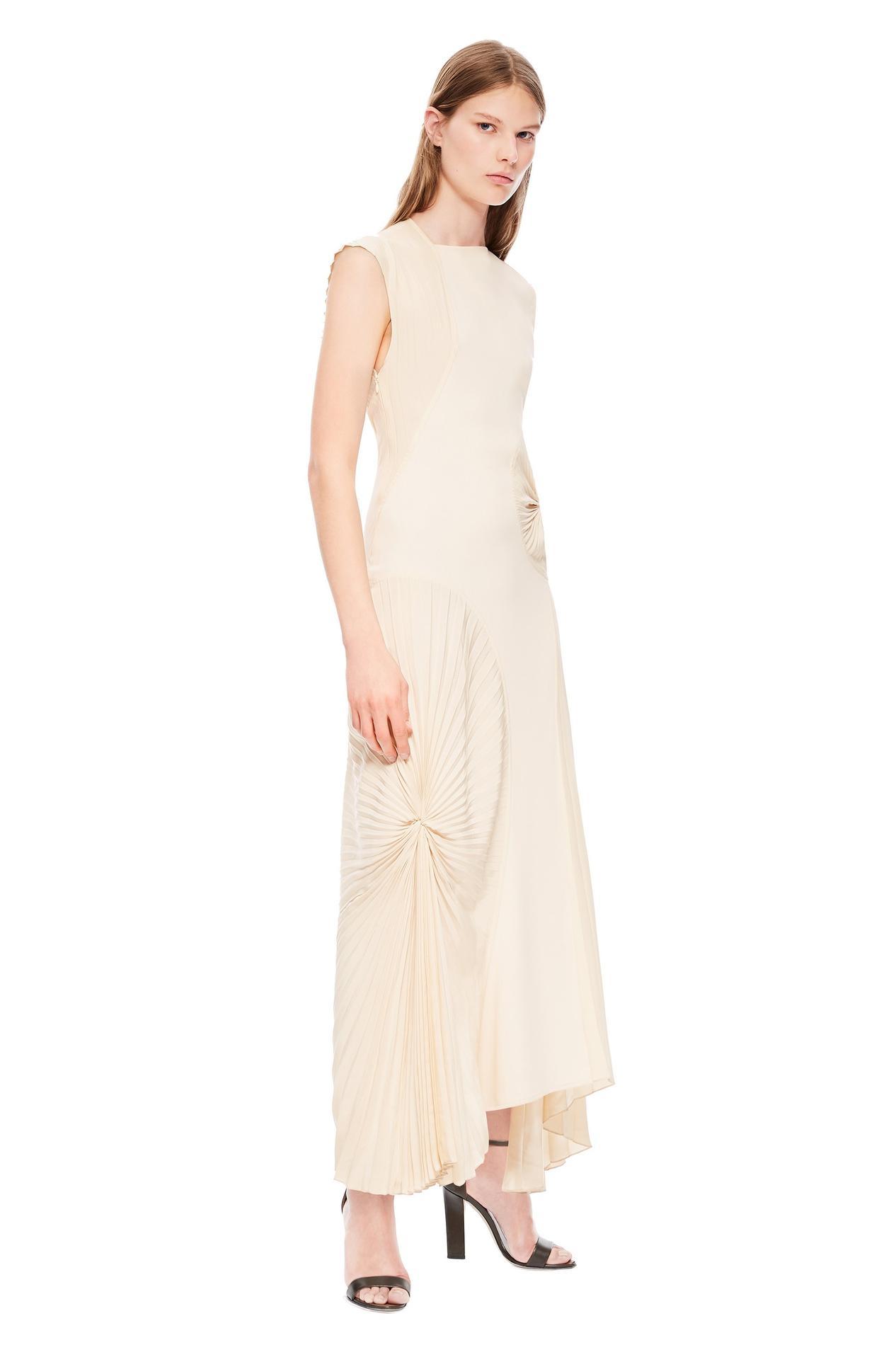 ... Ces robes de mariée qui n en sont pas - Front Row Shop Ces robes de  mariée qui n en sont pas - Burberry Ces robes de mariée qui n en sont pas -  Free ... 1fab6ff7ffdf