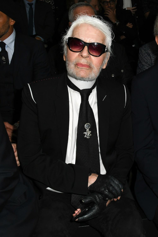b7efbb1e360d0b Coup de tonnerre dans la mode   Karl Lagerfeld a abandonné ses lunettes de  soleil