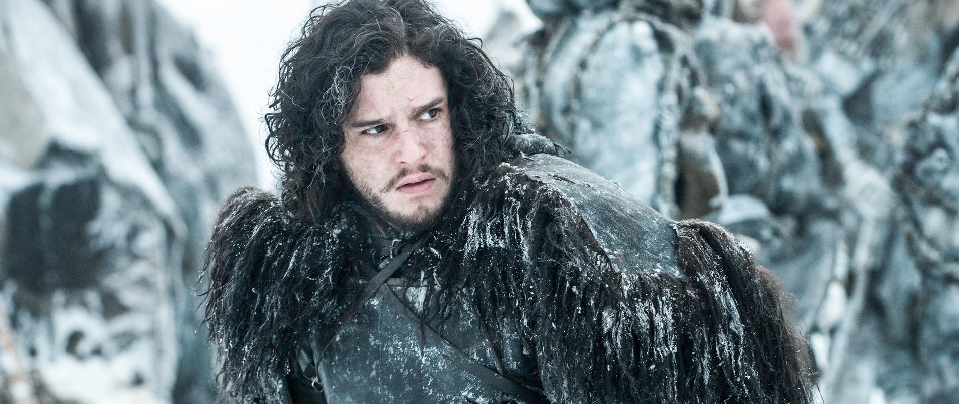 jon-snow-et-sa-cape-plus-vraie-que-natur