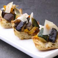 Petites tartines de légumes et fromage