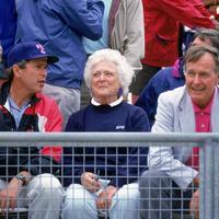 Barbara Bush, une vie dans l'ombre des deux présidents des États-Unis
