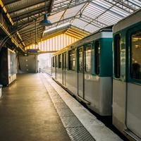 Naissance dans les transports: ce qu'offrent la RATP, la SNCF et les compagnies aériennes