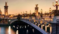 AAA, clubbing éphémère sous le pont Alexandre III