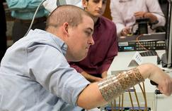 Grâce à un implant, un tétraplégique retrouve partiellement l'usage de son bras