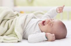 Des essais cliniques qui ignorent la douleur des bébés