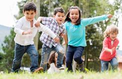 Jouer dehors pour réduire les risques de myopie