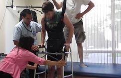 Un paralysé remarche grâce à un dispositif ingénieux