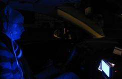 De la lumière bleue pour rester vigilant au volant
