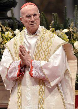 Le cardinal Tarcisio Bertone, ancien secrétaire d'État de Benoît XVI. Certains cardinaux le soupçonnent de manœuvres qui ont été au cœur de Vatileaks.