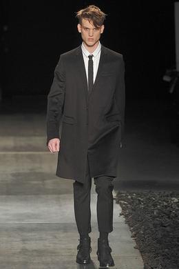 Défilé Dior Homme Automne-hiver 2010-2011 Homme - Madame Figaro eb2b8e9987e