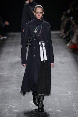 Valentino desfile de moda outono-inverno 2016-2017, Paris - Look 1.