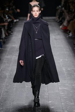 Valentino desfile de moda outono-inverno 2016-2017, Paris - Look 2.