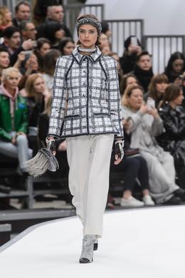 Défilé Chanel automne-hiver 2017-2018, Paris - Look 6.