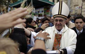 Le cardinal Bergoglio en 2009, après avoir célébré une messe à Buenos Aires.