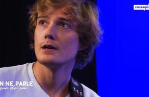 Mat Hood interprète son émouvant «Stand Still» en live au Figaro