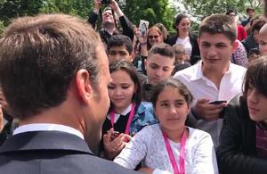 Emmanuel Macron diffuse la suite de sa vidéo avec l'adolescent qui l'a interpellé