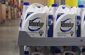 Qu'est-ce que l'herbicide Roundup et pourquoi fait-il polémique ?