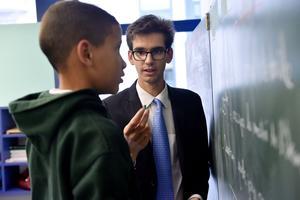 La maîtrise des savoirs élémentaires est un des piliers de la pédagogie de l'école. Ici, pendant le cours de mathématiques dispensé par le professeur Valentin Rebeix.