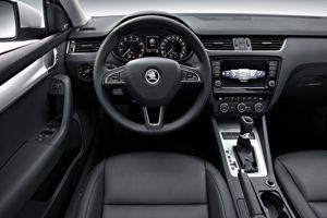 Soigné mais pas original, l'habitacle reprend la planche de bord de la VW Golf.