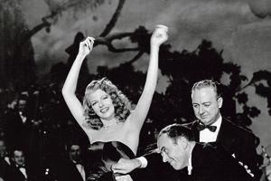 Rita Hayworth pendant le tournage de Gilda, de Charles Vidor, en 1949.