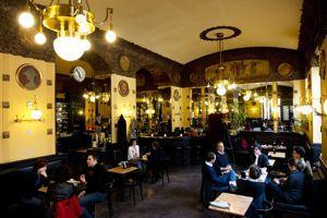 Ambiance viennoise au Caffè San Marco.
