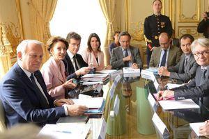 Le gouvernement face aux syndicats, à Matignon.