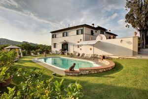 La piscine de la Villa Il Sasso.